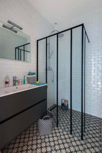 salle-de-bain-scandinave-inspiration-douche-verriere