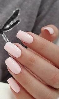 Manucure rose clair nude