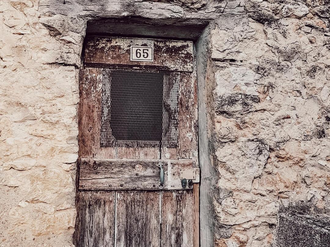 Belles portes d'entrées en bois ancien