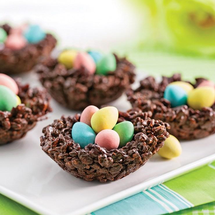 Recettes rigolotes de Pâques : petits nids croustillants au chocolat et au riz soufflé #nids #paques #oeufs #recette #cuisine #recipe #food #easter