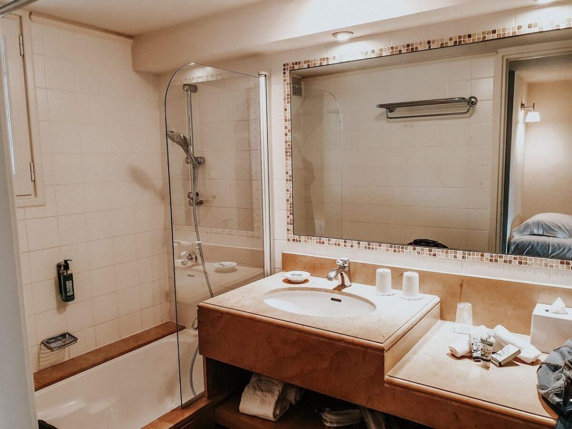 voyage famille france : Hotel Cantemerle Vence, la salle de bain de la chambre familiale