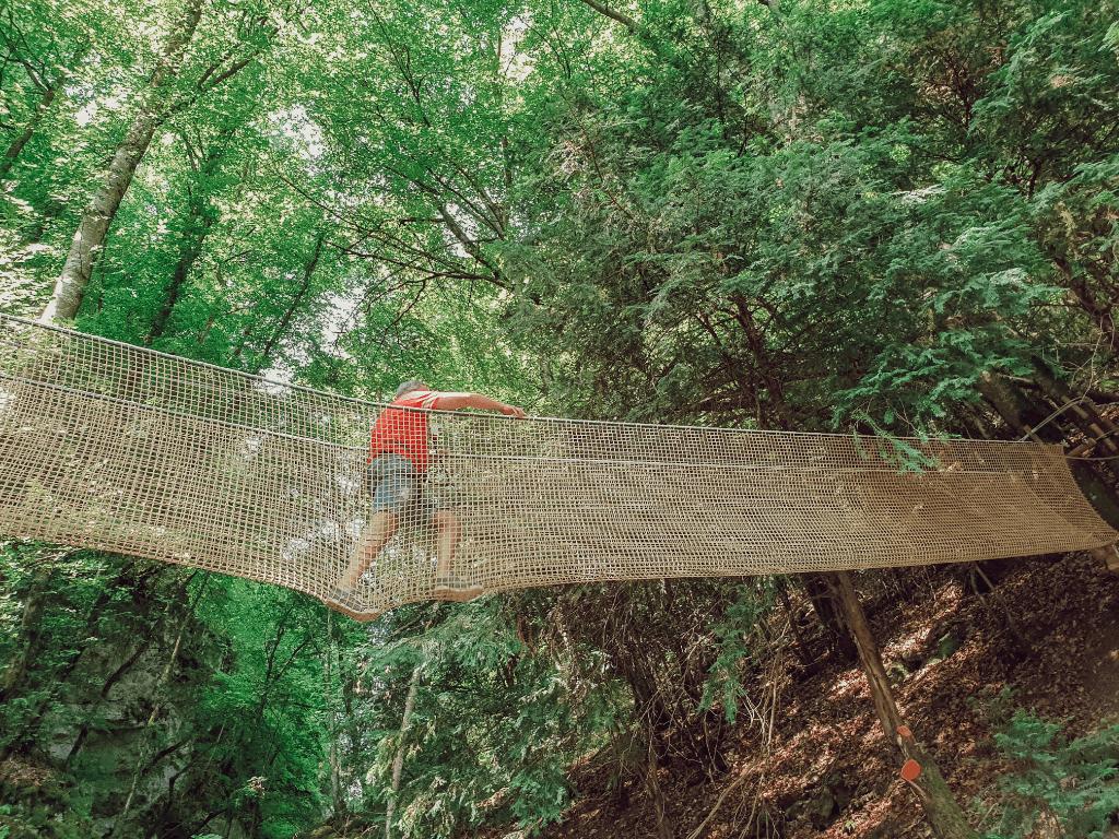 Tyrolienne de la cascade de Cascade de Seythenex