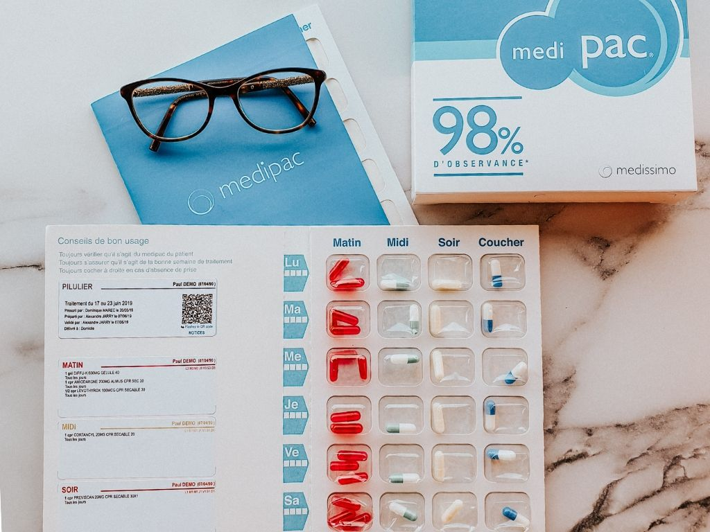 Faciliter le quotidien des grands-parents : le pilulier sécurisé et connecté Medipac