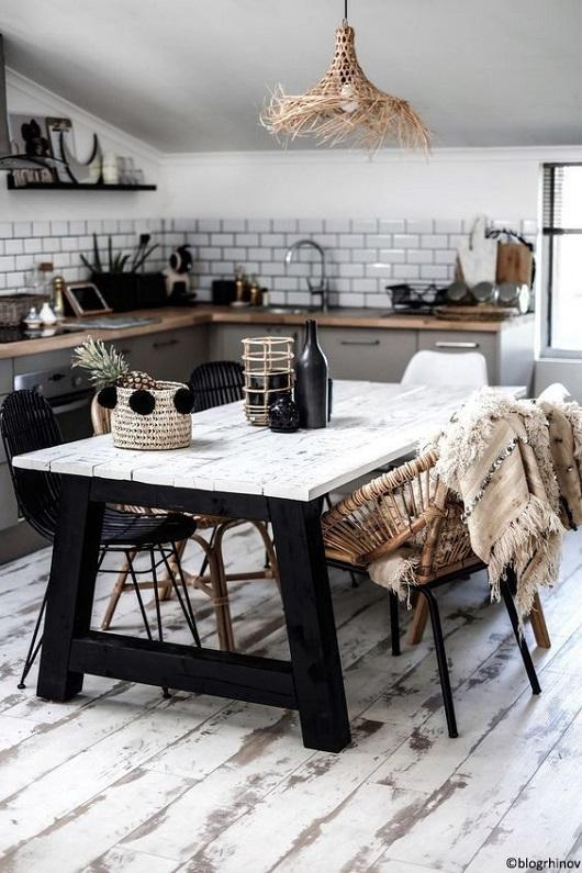 Table en bois salle à manger cuisine avec pieds et plateau en bois