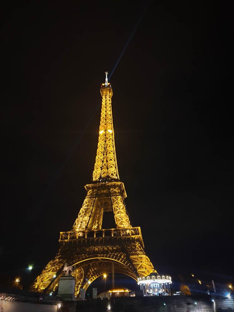 La Tour Eiffel vue depuis le dîner croisière les Bateaux mouche à Paris