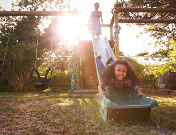 Installer une aire de jeux pour enfants dans son jardin en toute sécurité