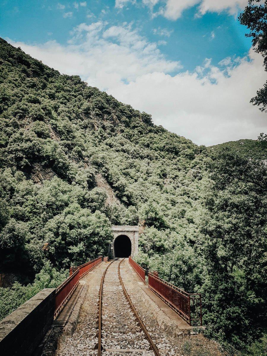 Découvrir les paysages de l'Aude dans le train rouge
