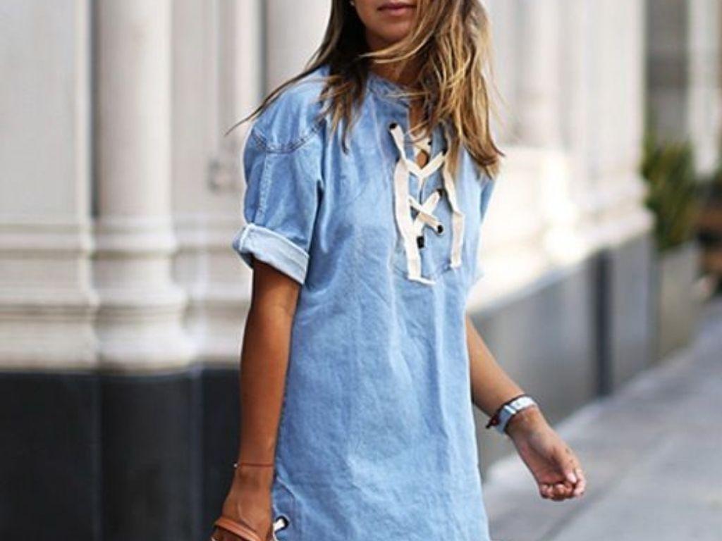 Comment porter la robe en jean avec style ?