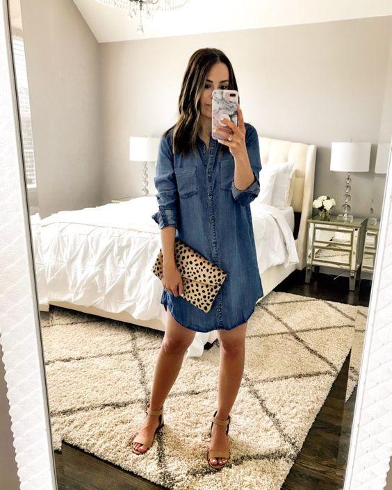 Porter la robe en jean avec style