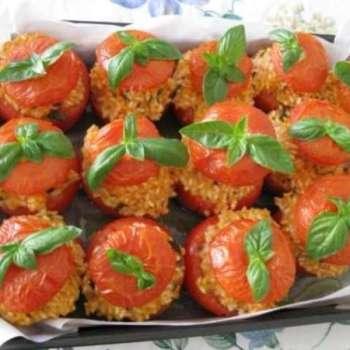 Salute a tavola con i pomodori ripieni