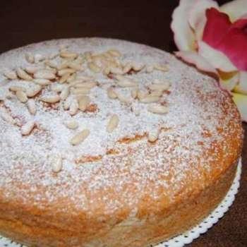 Le rubriche di Cettinella:CUCINANDO CON MARIE..torta soffice ai pinoli..