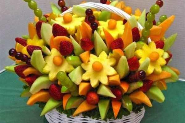 Natale, decorare con la frutta e verdura