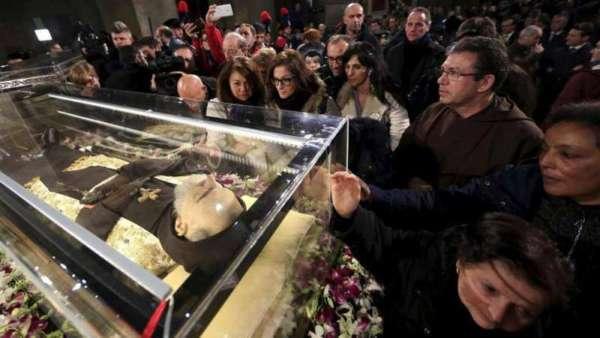 Padre Pio, Bergoglio pensa di non restituire la salma a S. Giovanni Rotondo