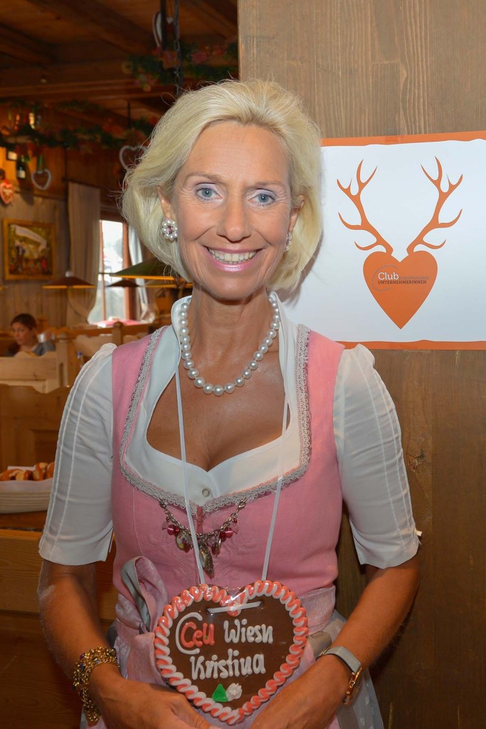 Kristina Tröger mit CeU-Wiesn-Logo