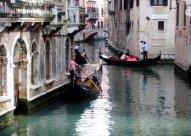 2 Gondeln in Venedig