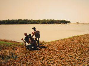 Erzählen und Fotos am Nilufer