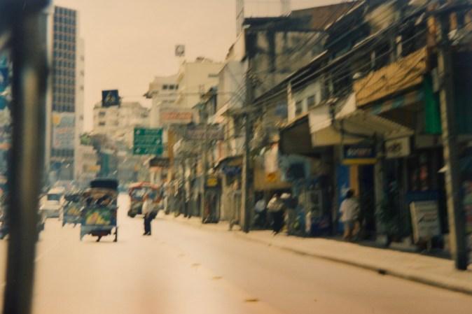 Bangkok - Verwackeltes Foto aus dem Tuk Tuk, den dreirädrigen Motor-Rikschas der Stadt