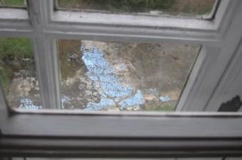 Blick aus dem Fenster auf den alten Pool