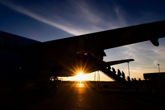 CGN - Sonnenaufgang beim Einsteigen auf dem Flughafen Köln/Bonn