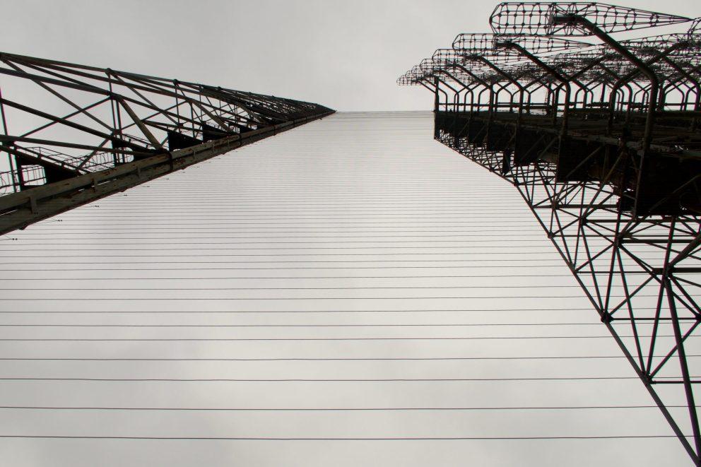 Silhouette der Duga Radar Station in der Ukraine