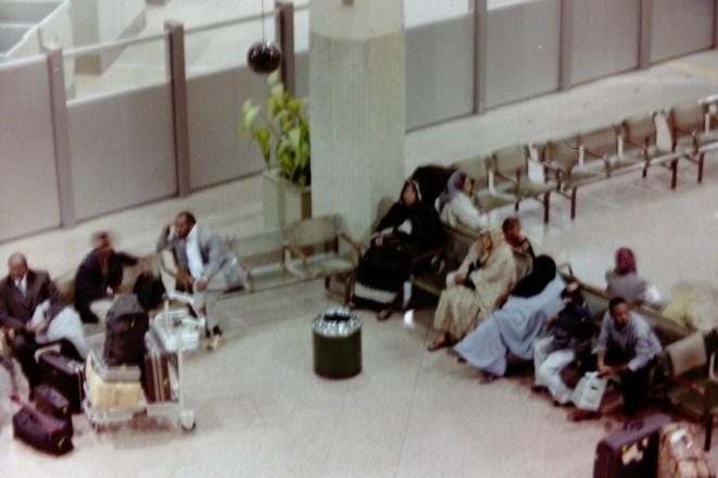 KRT - Wartende Fluggäste am Khartoum International Airport
