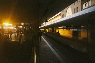 Mannheim - Umsteigen im Abendlicht (expired Kodak Film, LOMO LC-A)