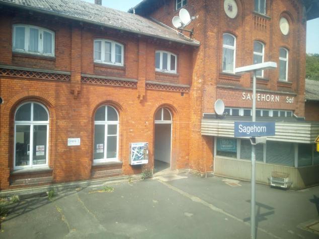 Sagehorn Bahnhof - aus dem abfahrenden Metronom nach Bremen