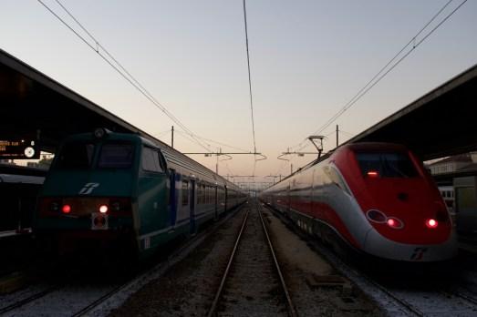 Züge warten in Venezia St. Lucia