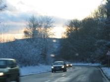 Im Winter auf dem Weg zur Schule