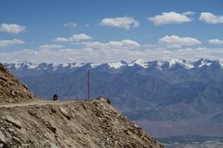 Mit der Vespa auf den Kardung-Pass ( Khardung La) im Himalaya, Indien