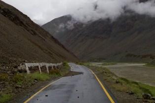 Ladakh, Indien - Steinschlag auf dem Weg zum Tso Moriri