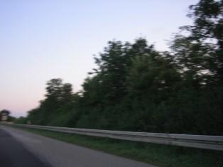 Österreich - ein vorbeiziehender Seitenstreifen auf der Autobahn