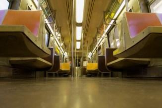 Menschenleere Subway nach 'Broad Channel' in Queens/New York