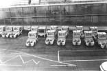CDG - Muster auf dem Boden und kleine Fahrzeuge am Flughafen Paris