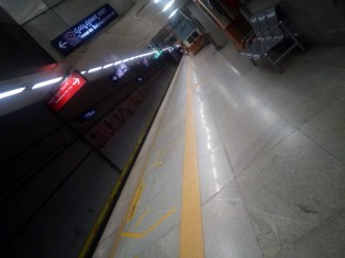 Cubbon Park, unterwegs mit der Metro in Bangalore, Indien