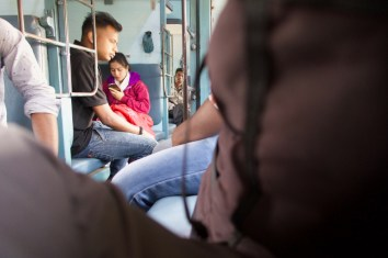Howrah Express - Reisende unterwegs zwischen Madgaon nach Hosapete in Indien.