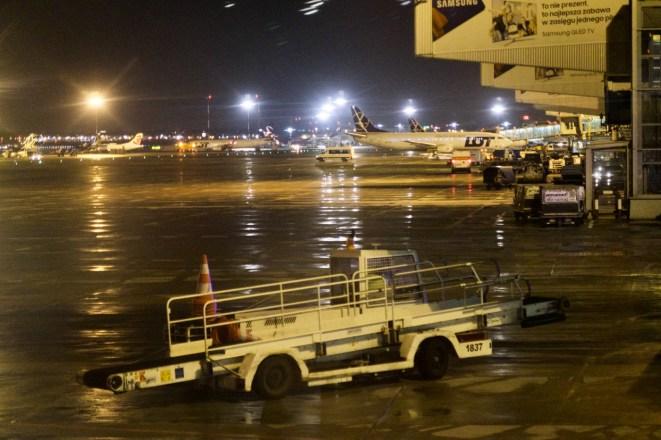 Warschau Airport am Abend