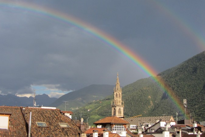 Regenbogen über Bozen