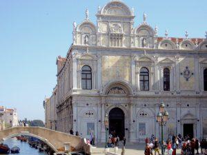 Fassade der Scuola di San Marco