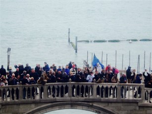 Unzählige Touristen fotografieren jedes Jahr die Seufzerbrücke