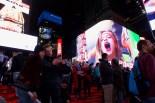 Aufgeregte Werbung auf dem Times Square