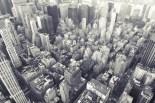 Midtown Manhattan und die extreme Perspektive kommen in Schwarz-Weiß besser zum Ausdruck