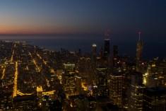 Die letzten Farben des Sonnenuntergangs vom Skydeck auf dem 442 Meter hohen Willis Tower