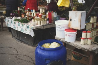 Eingelegter Kohl und allerlei traditionelle Vorräte