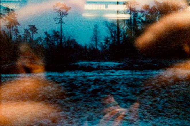 Manchmal erlebt man den Wald auch als fremd und bedrohlich: Beispielsweise Nachts, im Harz, wenn der Zug stehenbleibt und stundenlang nicht weiterfährt.