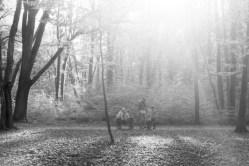 Eine Familie an der Waldau im Gegenlicht mit Infrarot Film