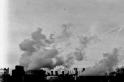 Rauch und Dampf über den chemischen Anlagen in Wesseling