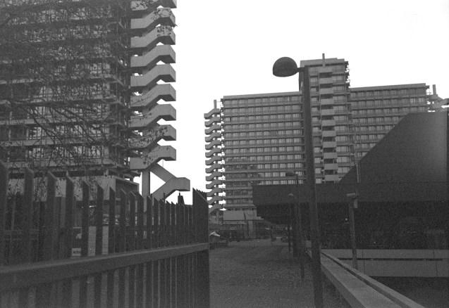 Kreuzbauten beim Robert-Schuman-Platz auf ORWO Verkehrsüberwachungsfilm