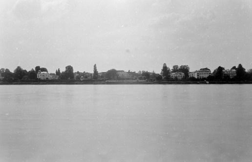 Extreme Blende und lange Belichtung am Rheinufer