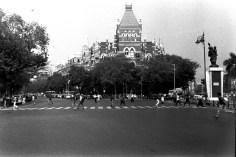 Über die Straße rennen in Bombay